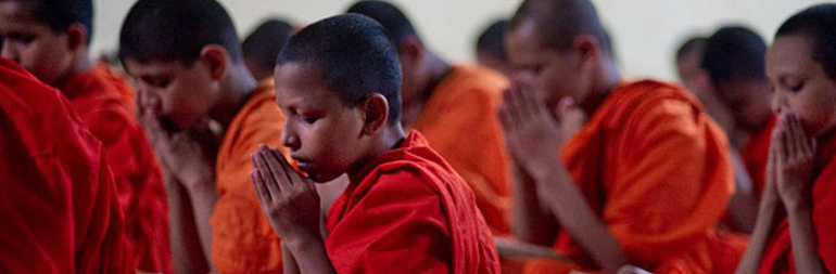 volunteer in teaching young buddhist monks in sri lanka